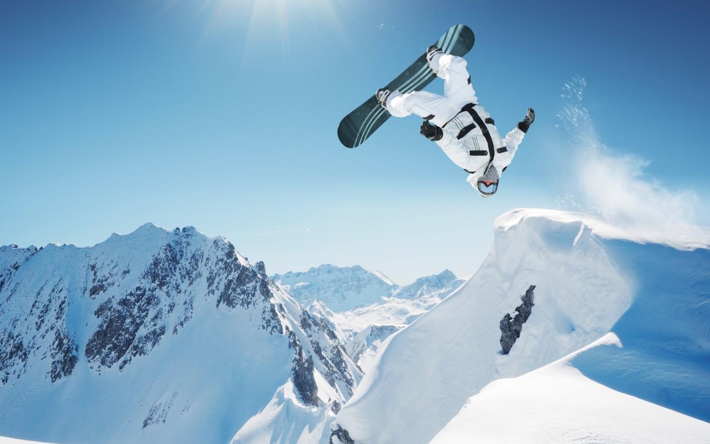 26258-extreme_snowboarding_wallpaper